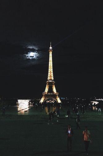 La Tour Eiffel et la lune